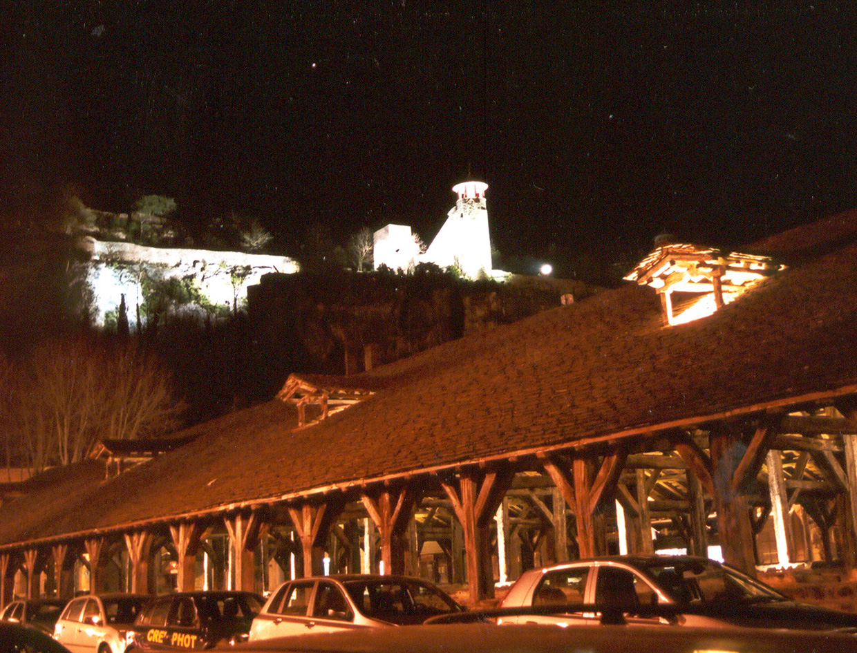 Mise en lumière des remparts de Crémieu (Isère)