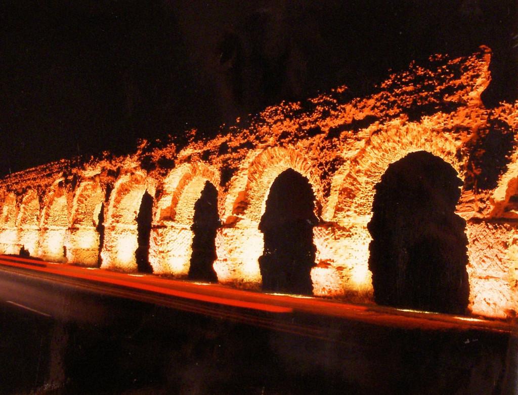 Mise en valeur de l'aqueduc du Gier (Chaponost, Rhône)