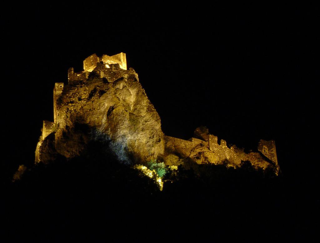 Mise en lumière du château féodal (Rochemaure, Ardèche)