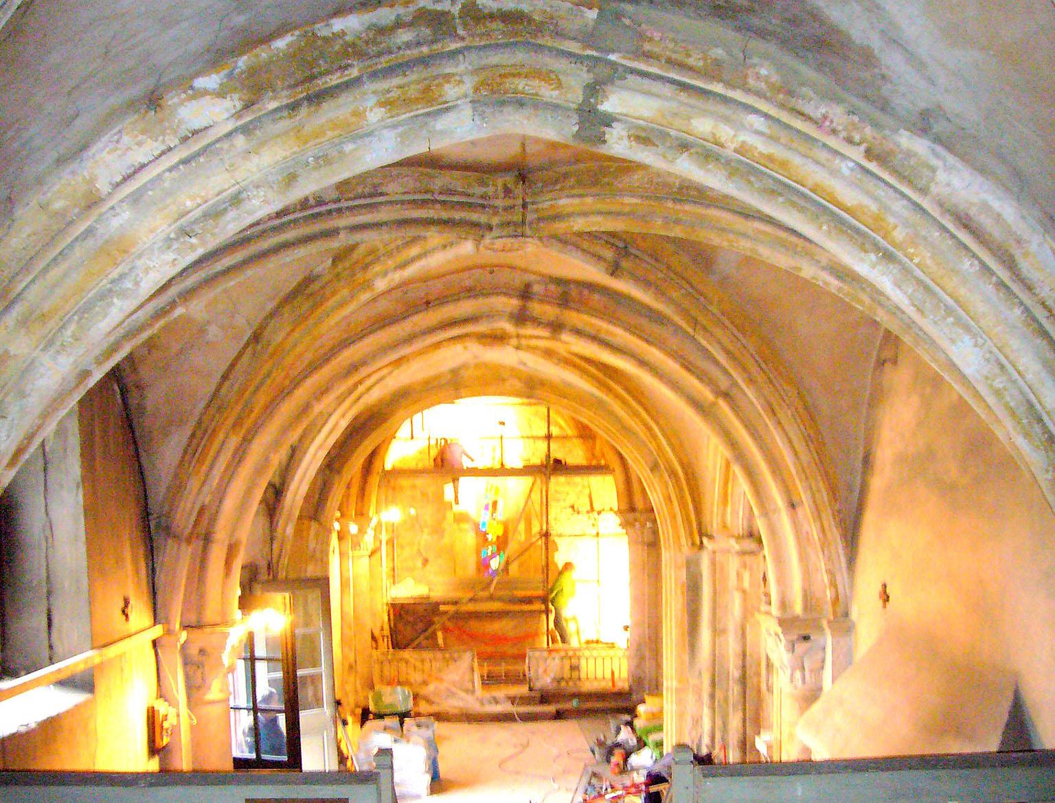 Restauration du cloître et de l'abside de la chapelle de l'Île Barbe (Lyon, Rhône)