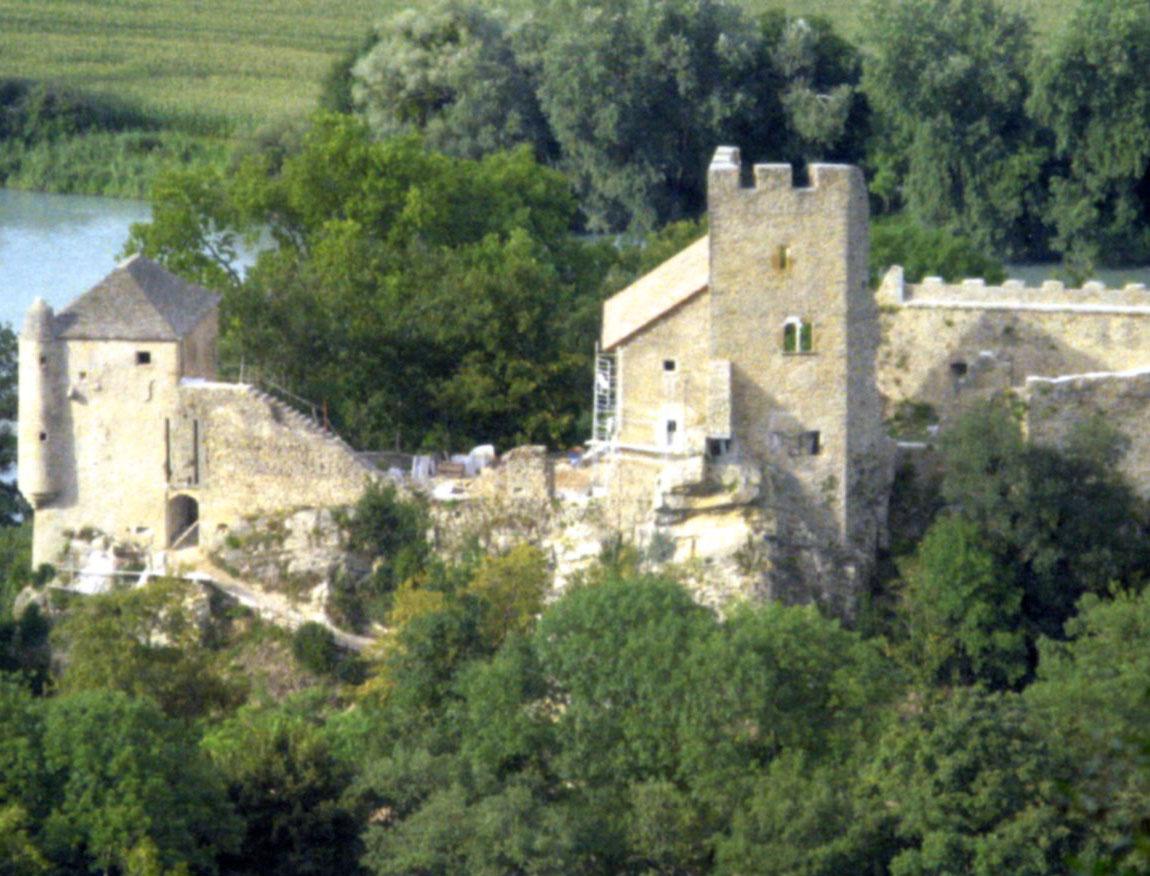 Restauration de la maison forte de Vertrieu (Isère)