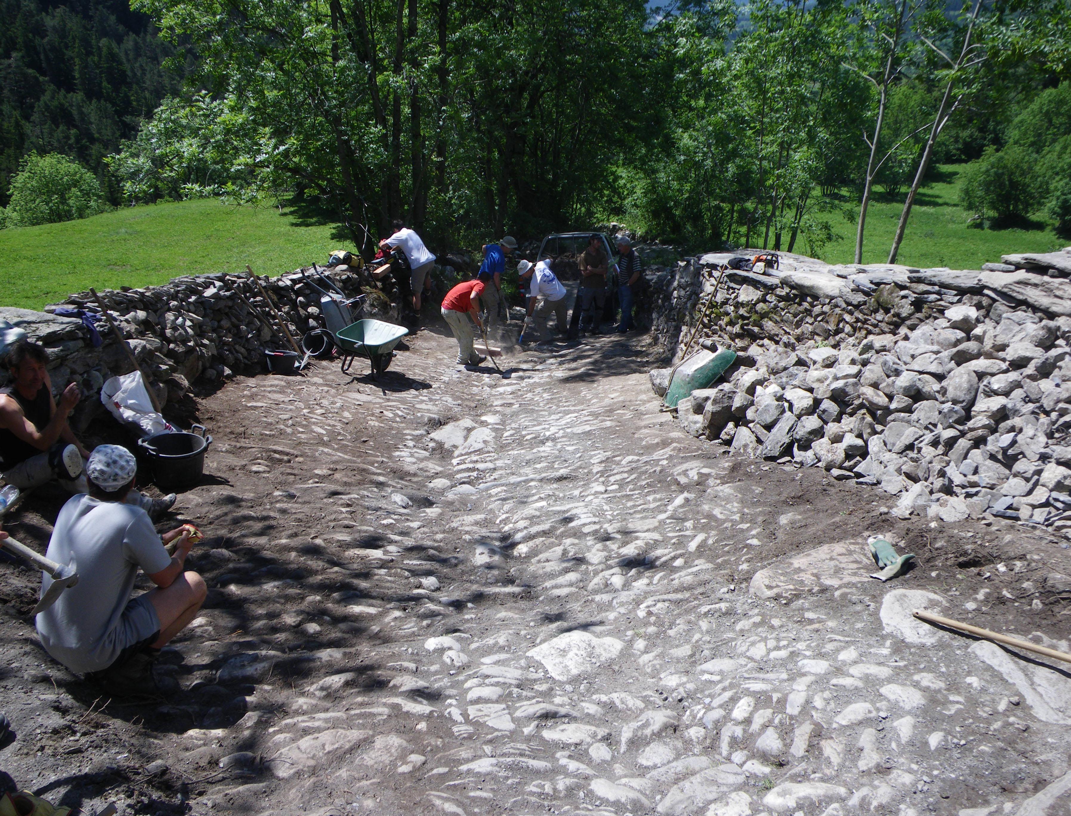 Restauration de la calade et des murets de la route du sel et des fromages (Termignon, Savoie)