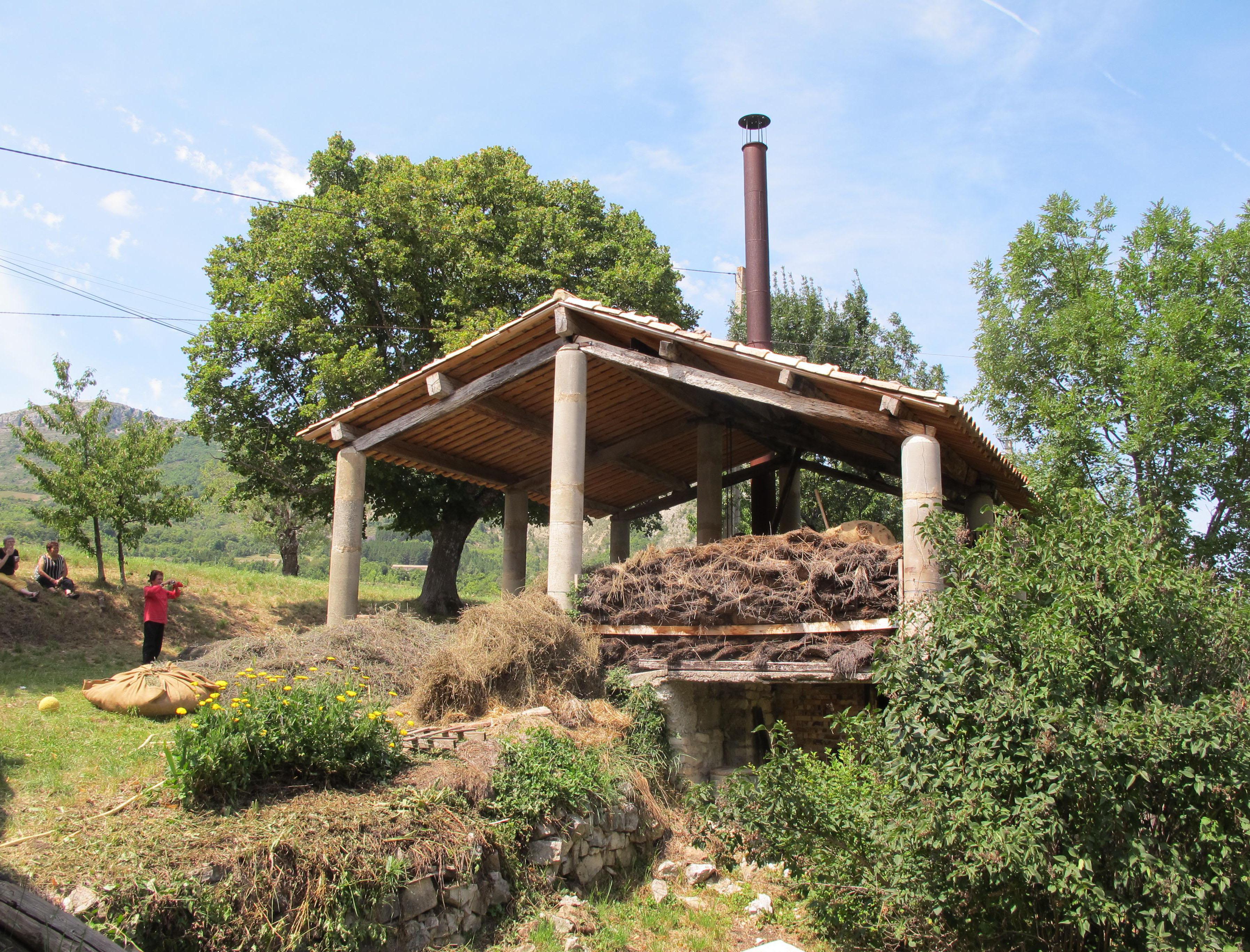 Restauration d'une distillerie de Lavande (Séderon, Drôme)