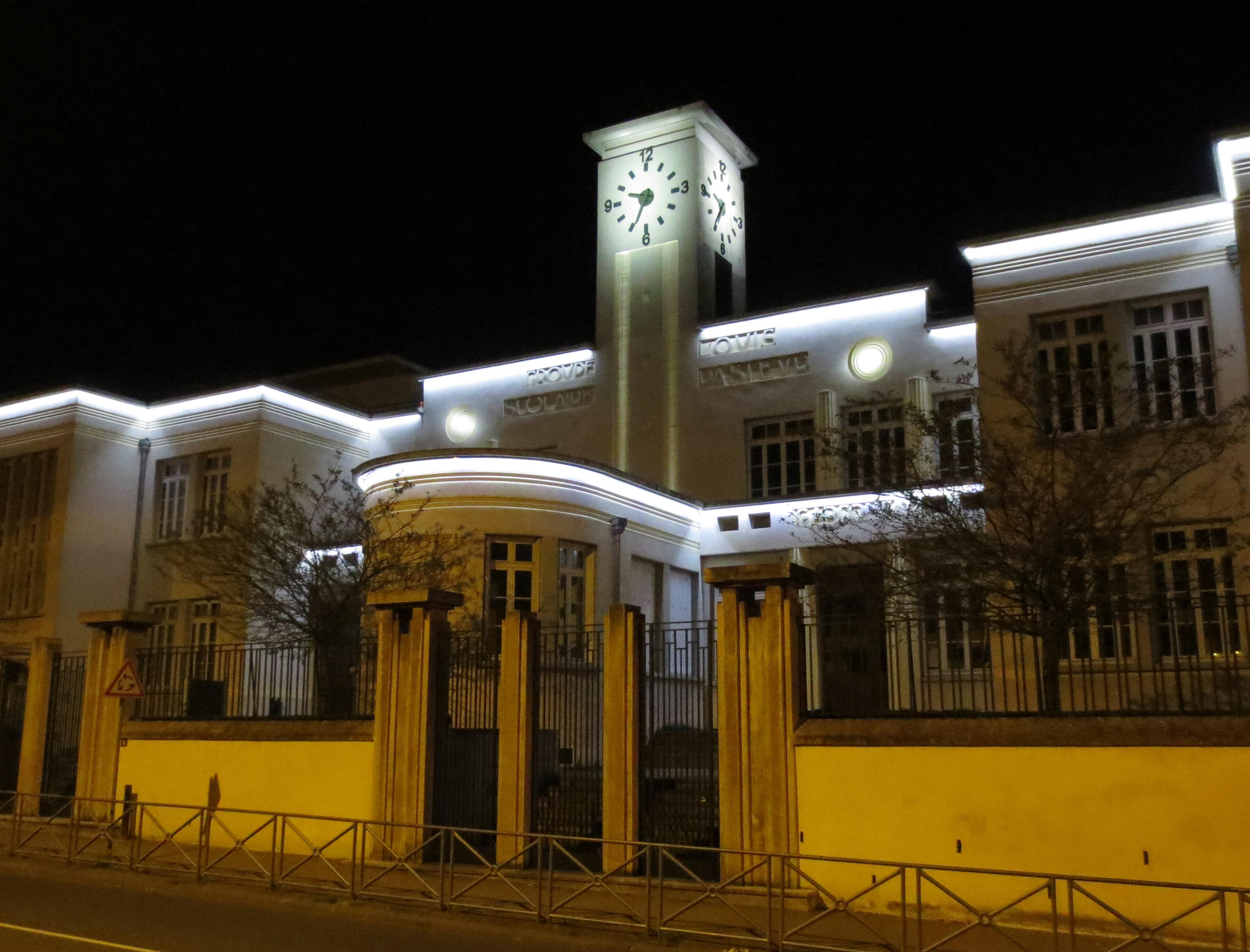 Mise en lumière de l'école Pasteur (Vénissieux, Rhône)